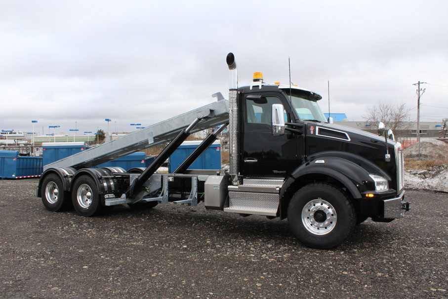KW T880 BLACK ON TRUX ROLL OFF (3)