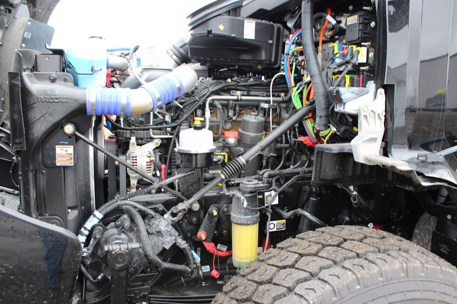 KW T880 BLACK ON TRUX ROLL OFF (31)