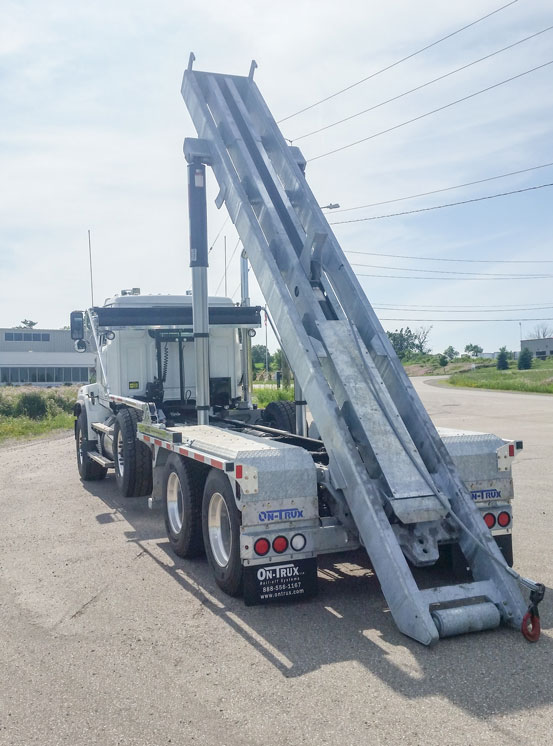 WESTERN STAR FIXED TAIL ON TRUX ROLL OFF (1)