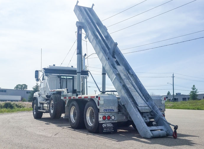 WESTERN STAR FIXED TAIL ON TRUX ROLL OFF (2)