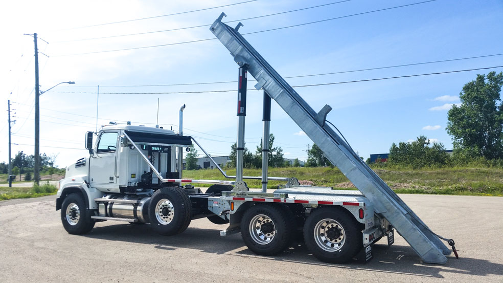 WESTERN STAR FIXED TAIL ON TRUX ROLL OFF (3)