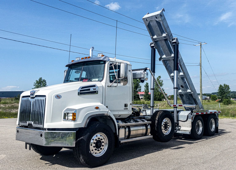 WESTERN STAR FIXED TAIL ON TRUX ROLL OFF (4)