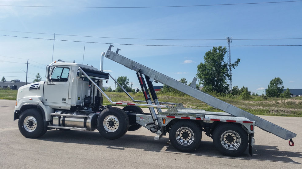 WESTERN STAR FIXED TAIL ON TRUX ROLL OFF (5)