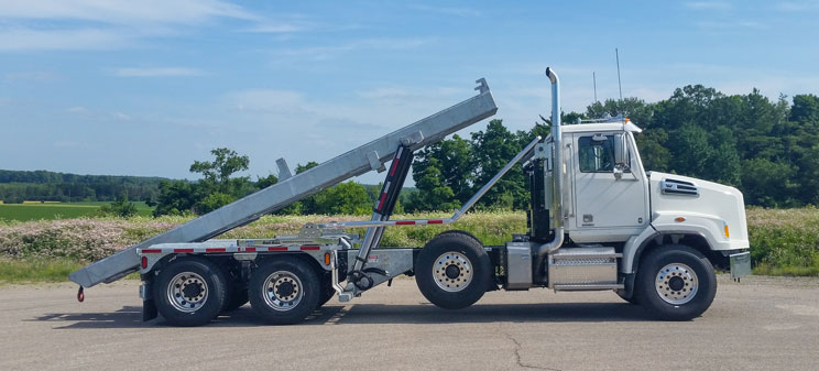 WESTERN STAR FIXED TAIL ON TRUX ROLL OFF (7)