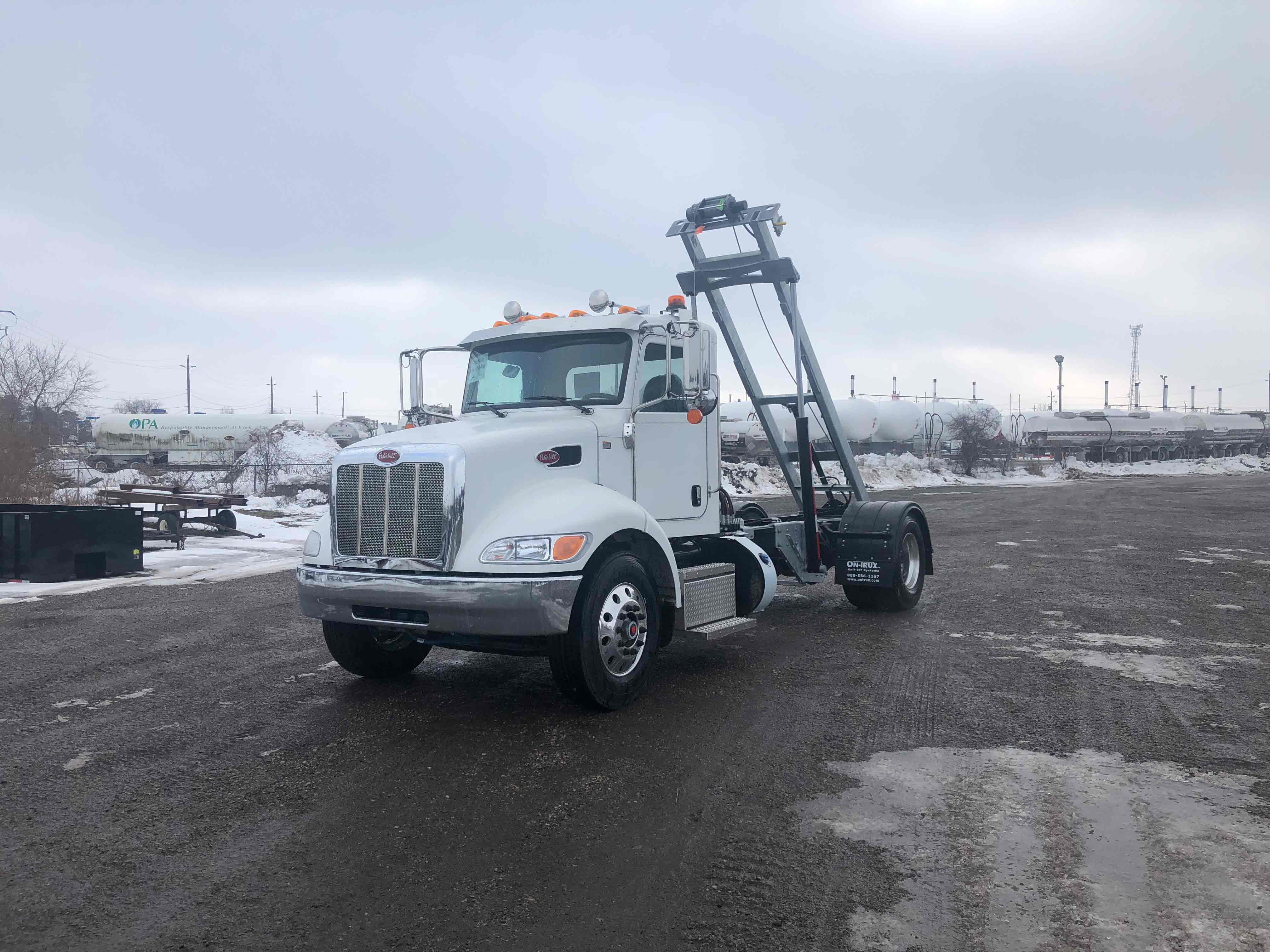 FOR SALE 2021 PETERBILT 337 14′ ON TRUX SYSTEM1