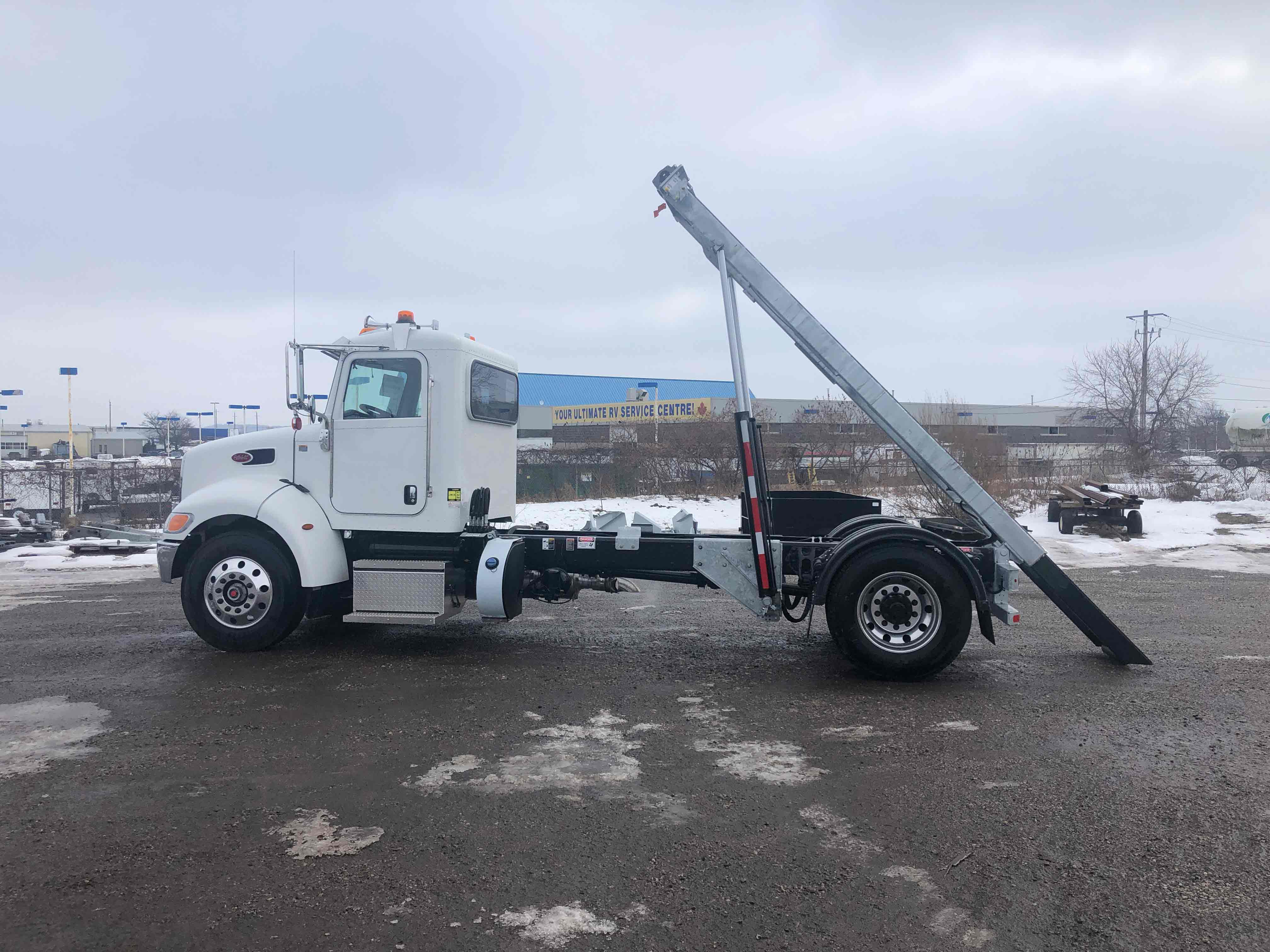 FOR SALE 2021 PETERBILT 337 14′ ON TRUX SYSTEM16