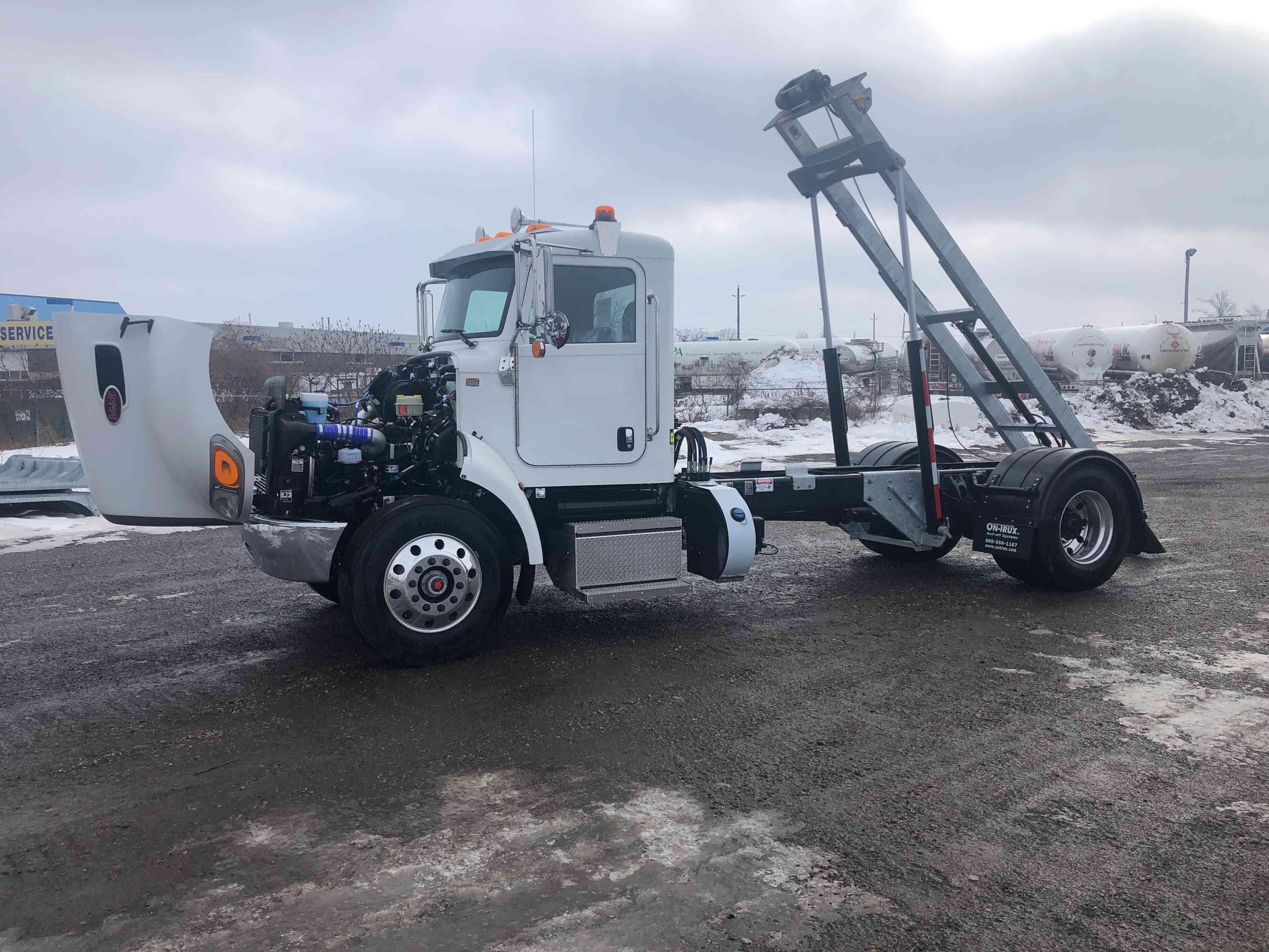FOR SALE 2021 PETERBILT 337 14′ ON TRUX SYSTEM19