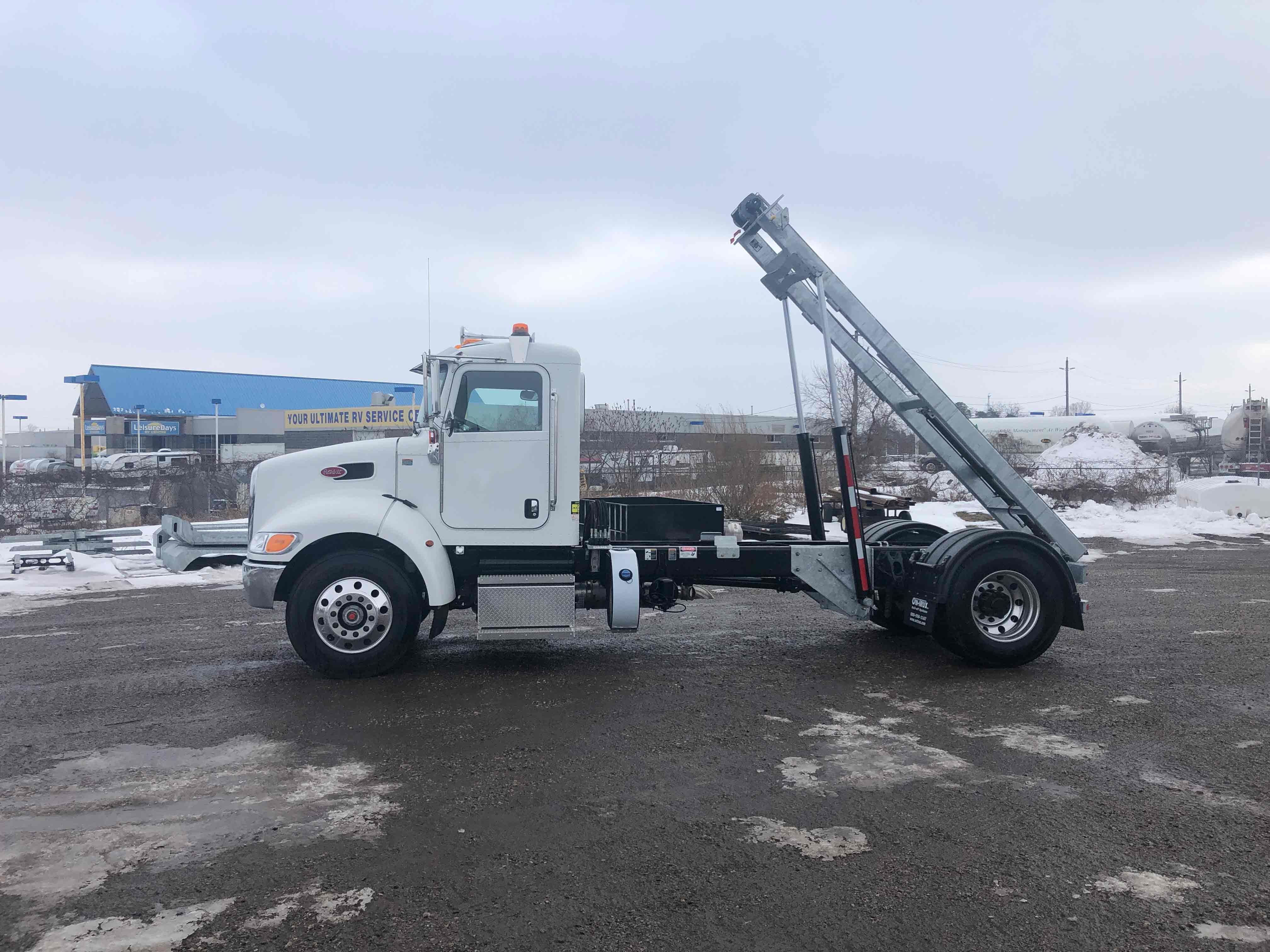 FOR SALE 2021 PETERBILT 337 14′ ON TRUX SYSTEM2