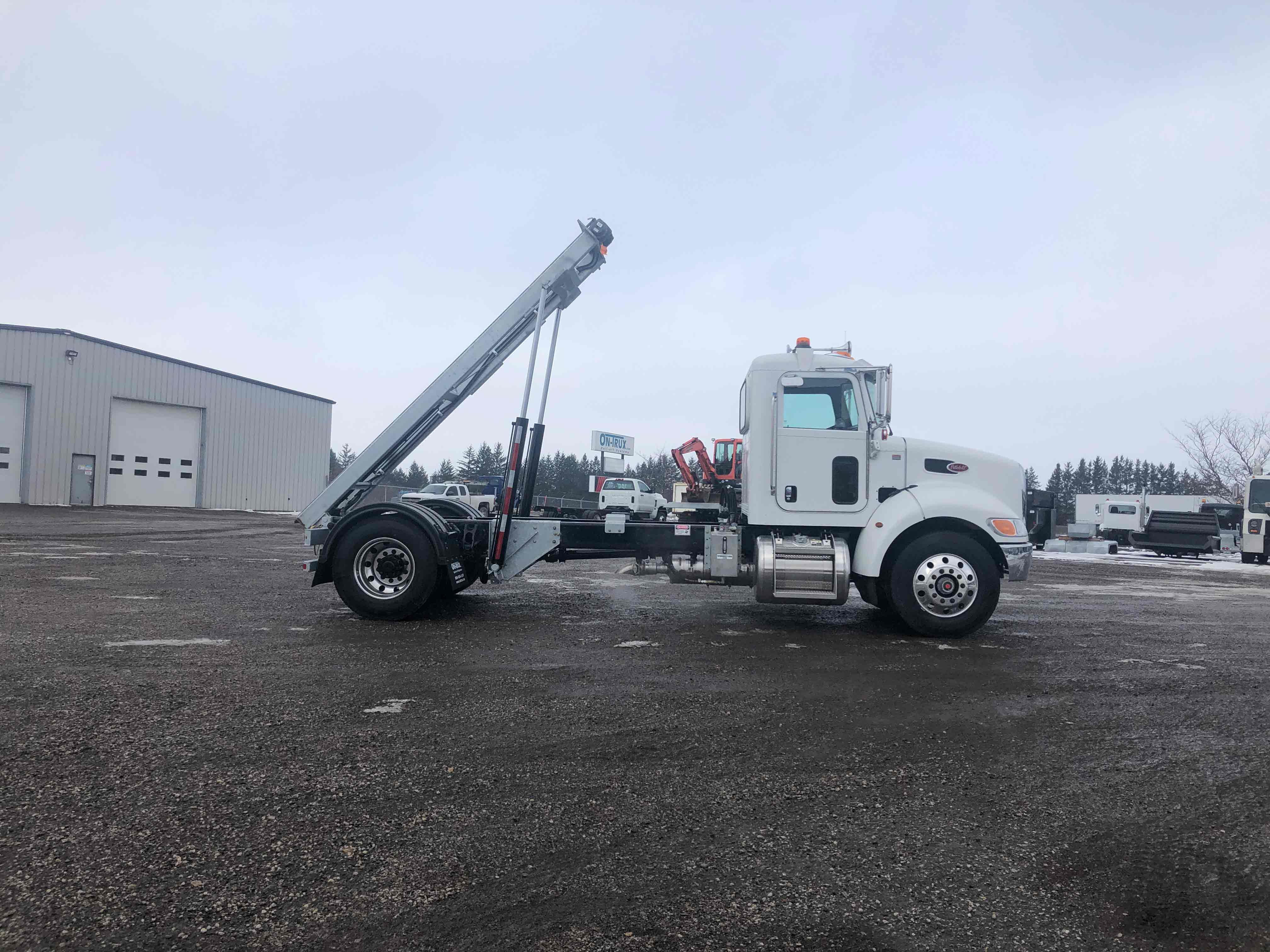 FOR SALE 2021 PETERBILT 337 14′ ON TRUX SYSTEM6