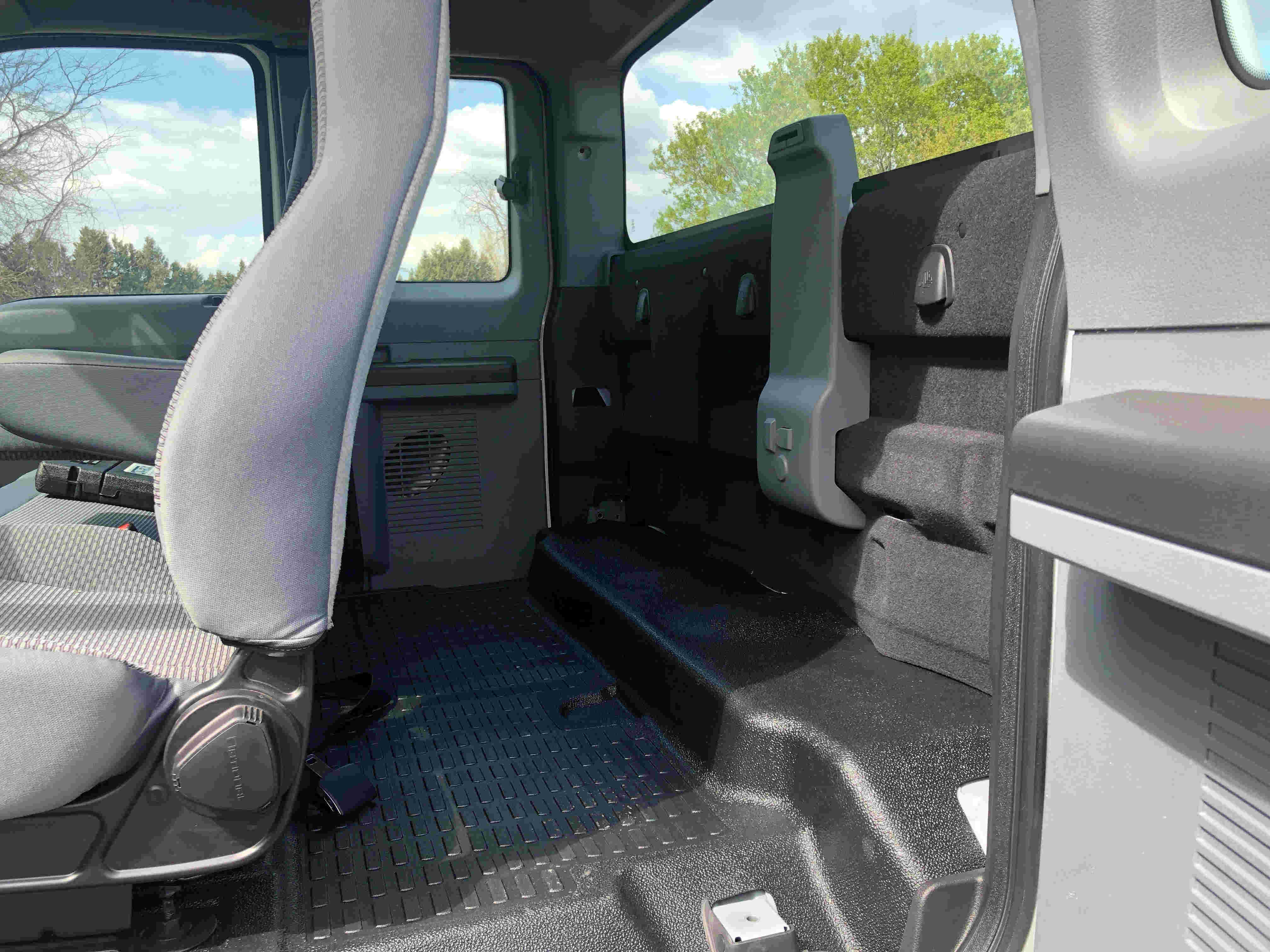 2021 Ford F750 12 On Trux System White (10)