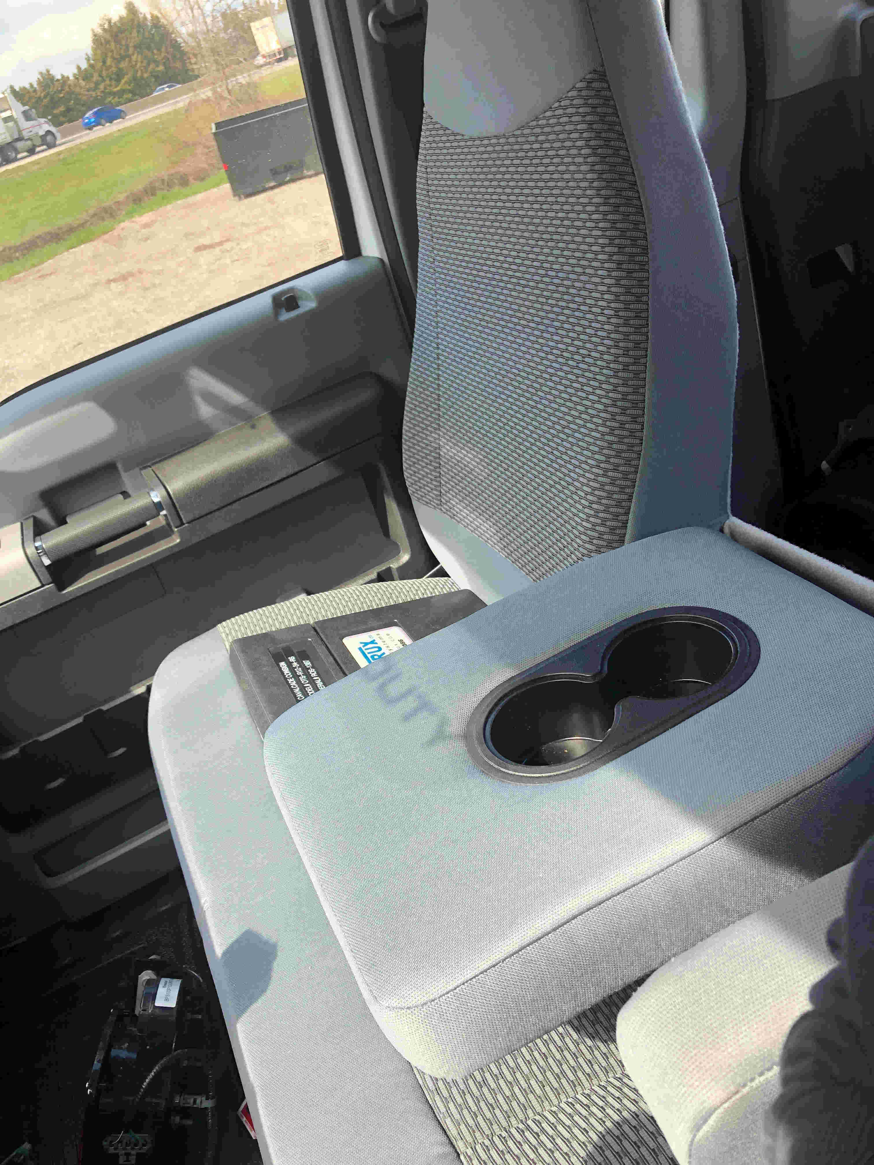 2021 Ford F750 12 On Trux System White (13)