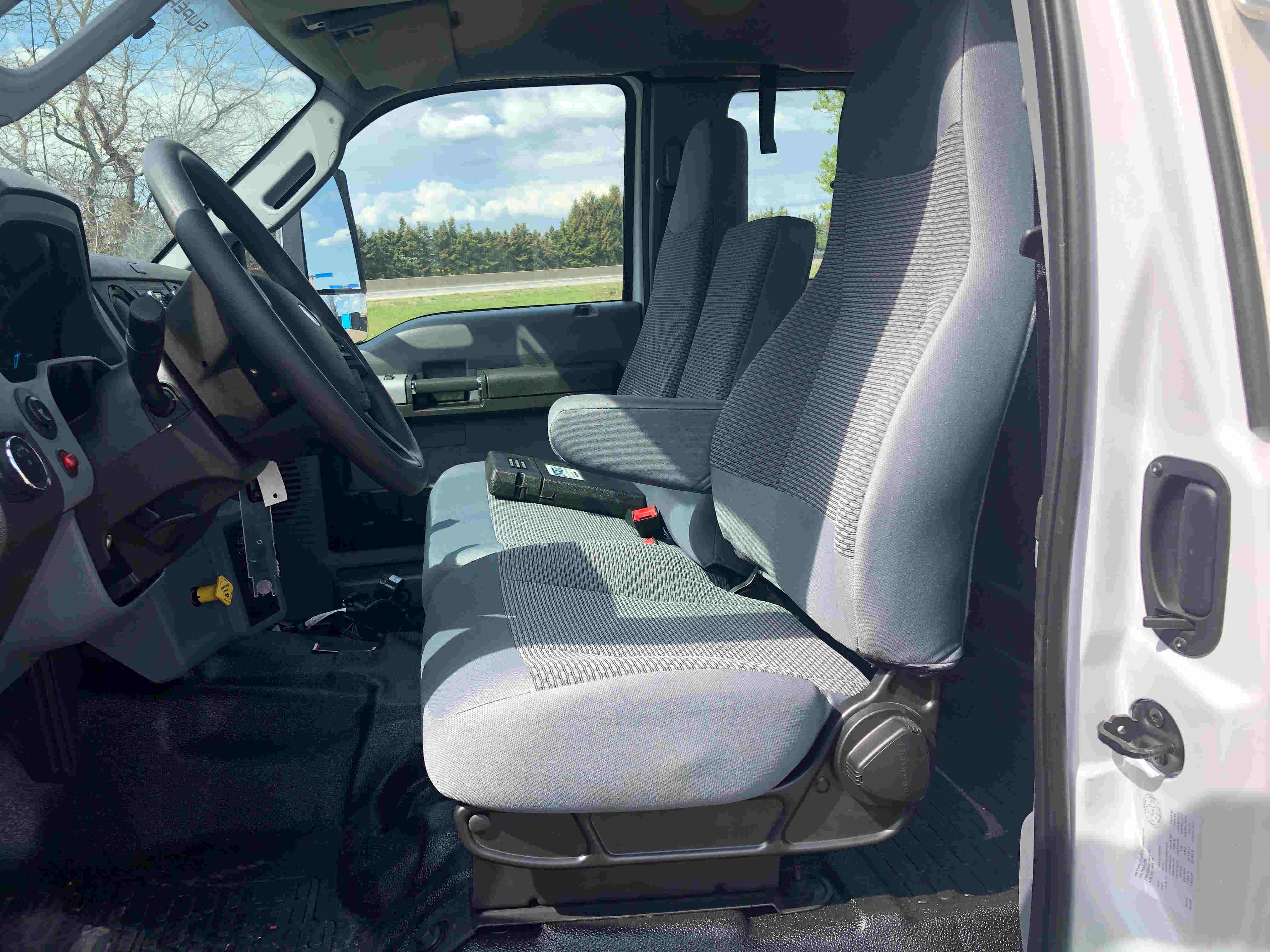 2021 Ford F750 12 On Trux System White (15)