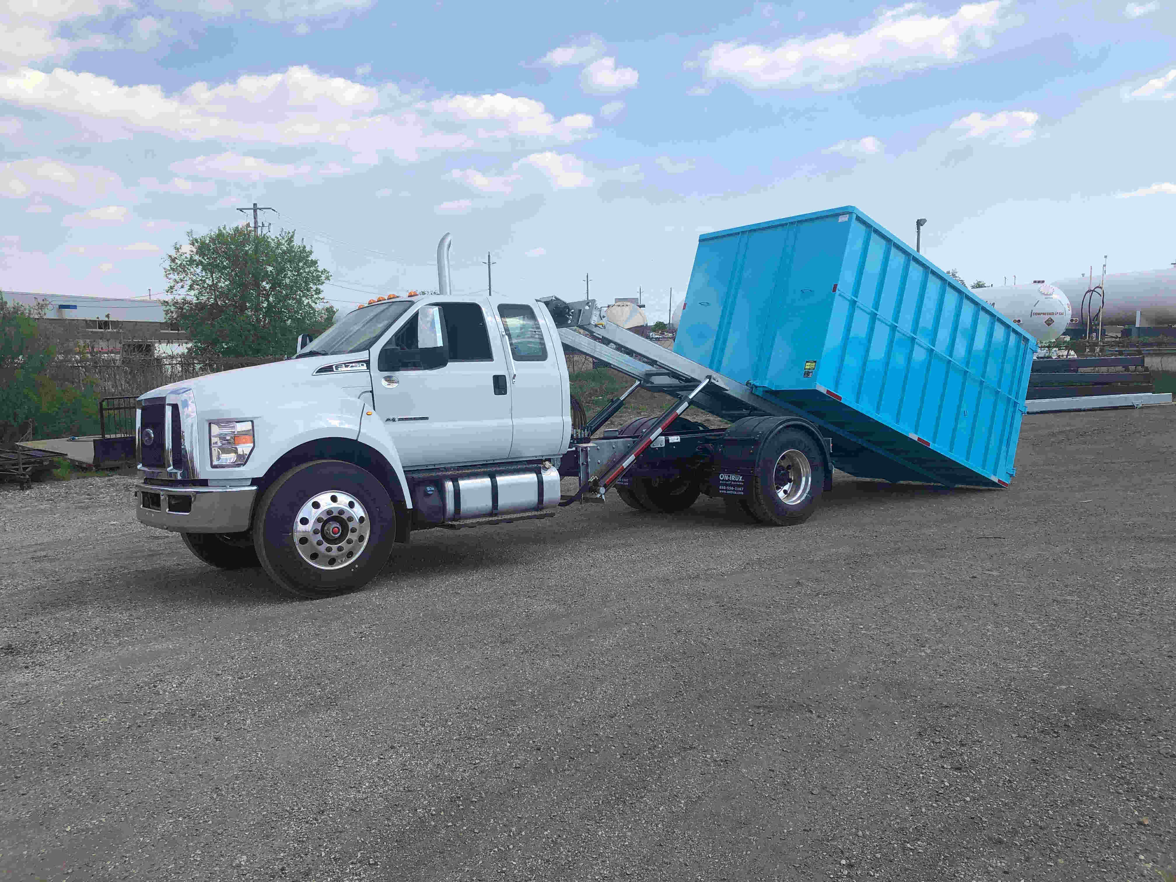 2021 Ford F750 12 On Trux System White (19)
