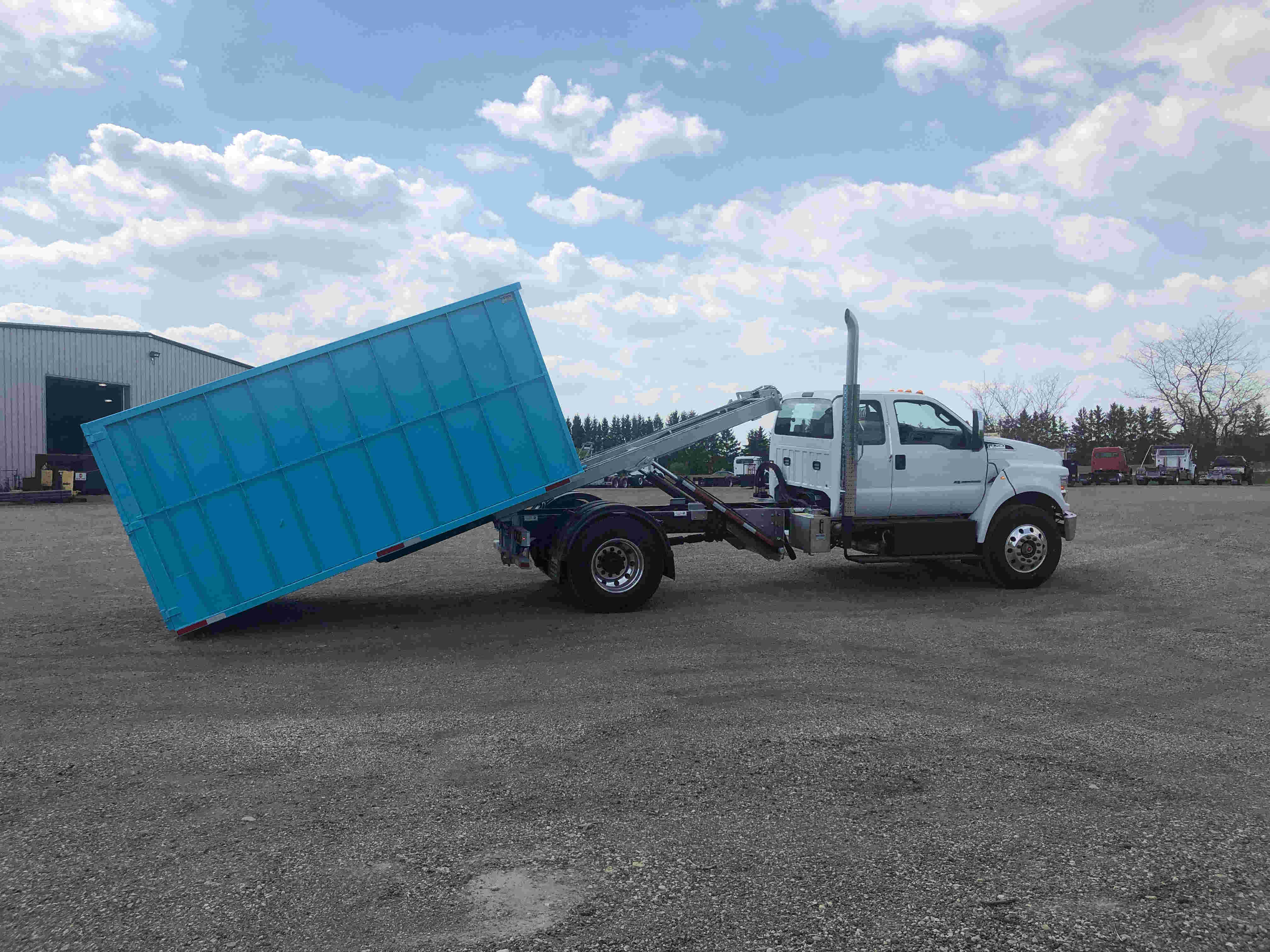 2021 Ford F750 12 On Trux System White (22)