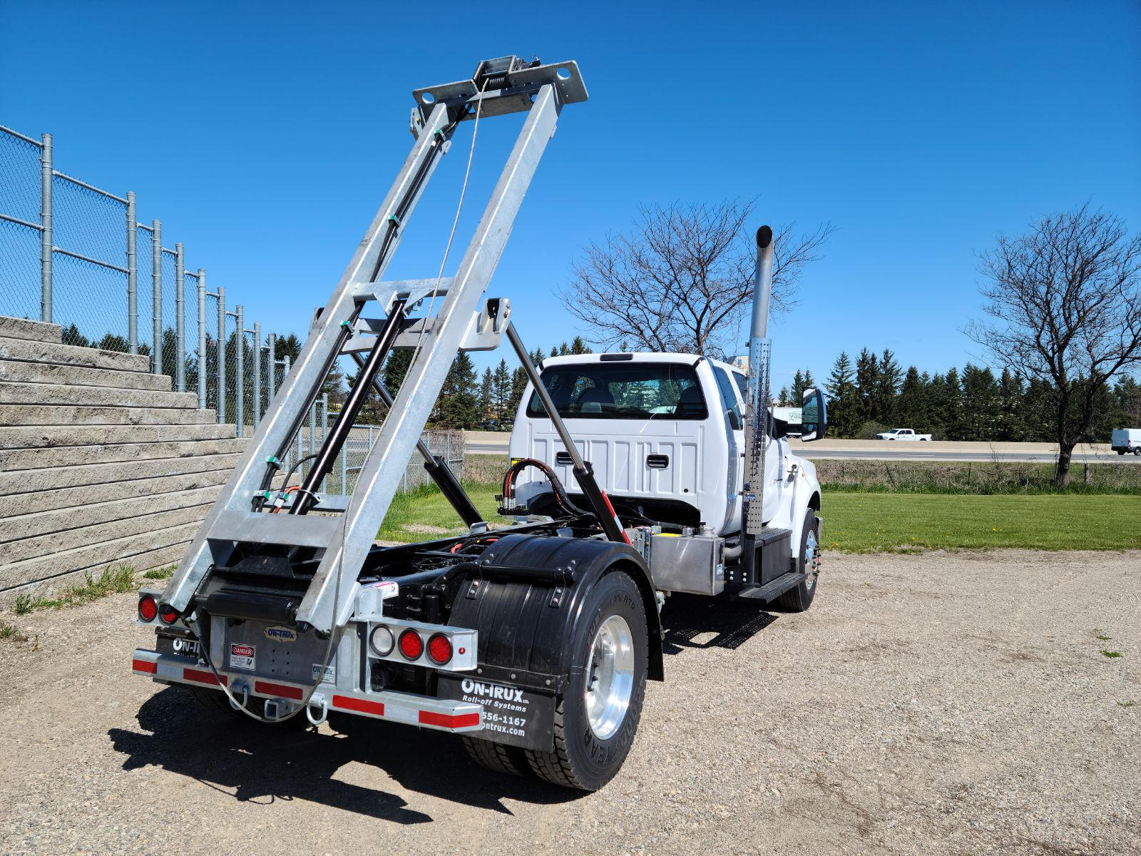 2021 Ford F750 12 On Trux System White (25)