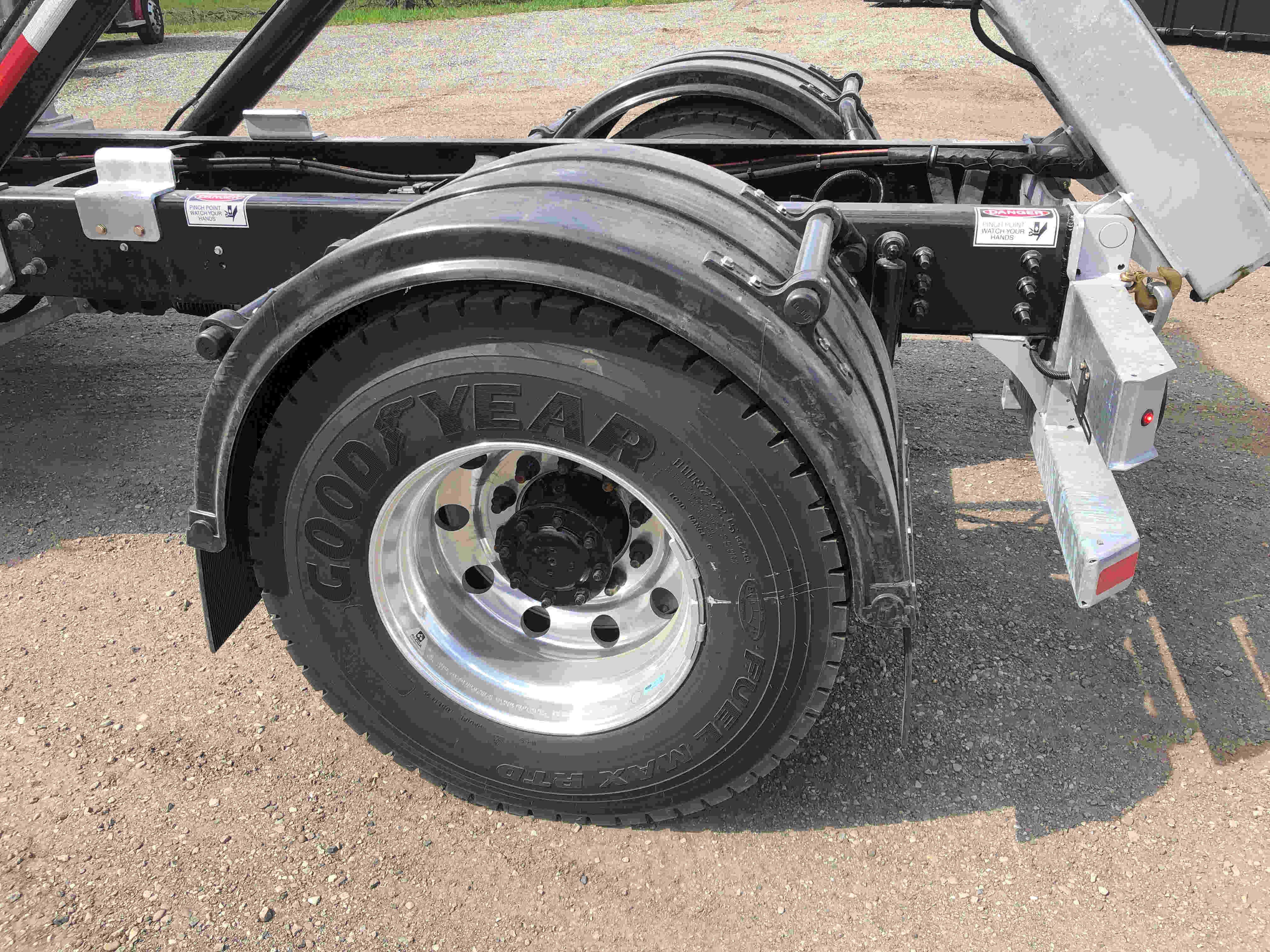 2021 Ford F750 12 On Trux System White (4)