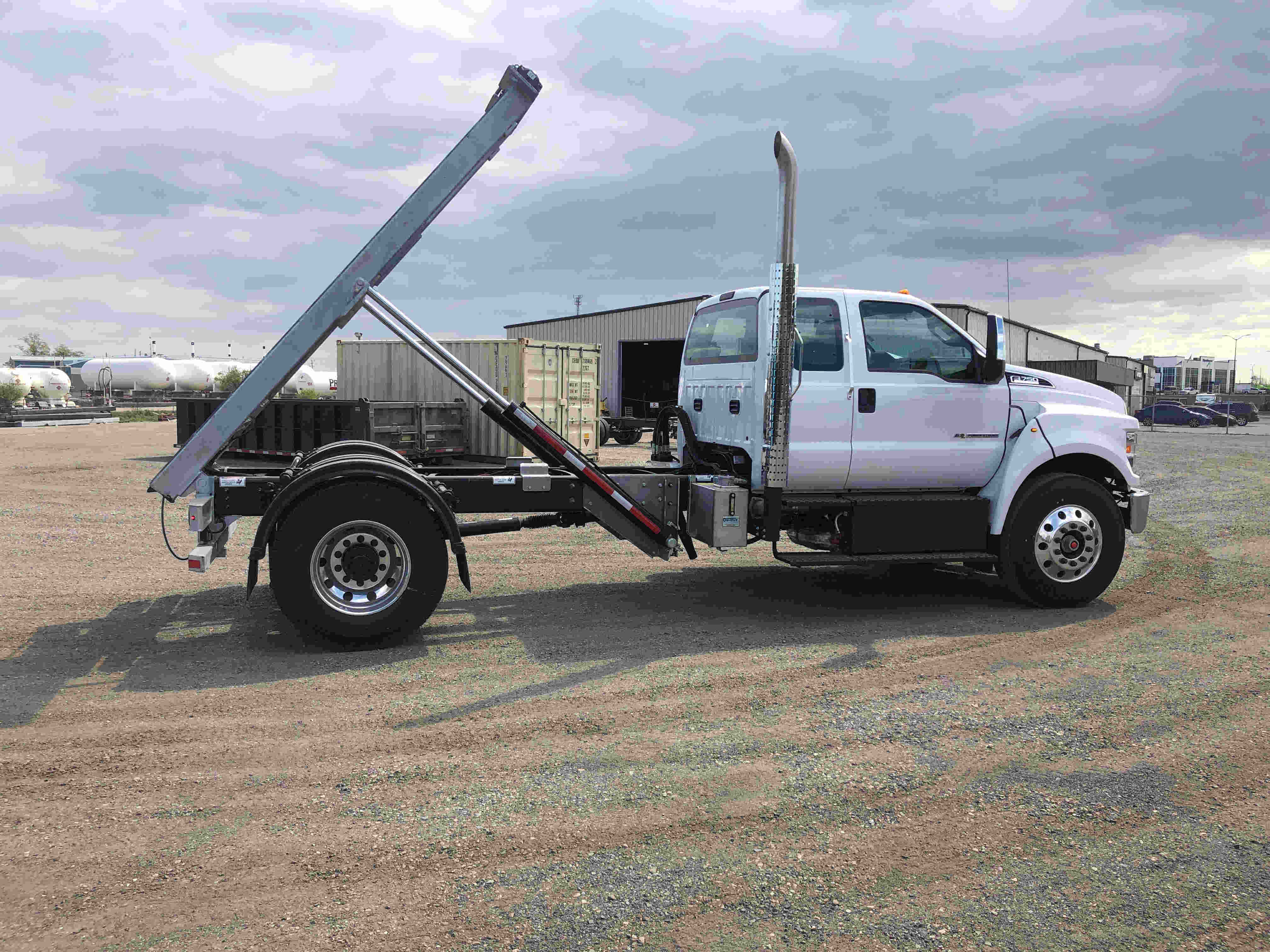 2021 Ford F750 12 On Trux System White (6)